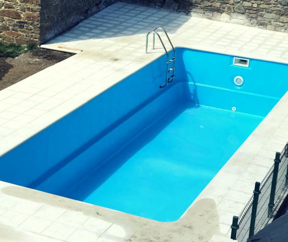 Nueva piscina en apartamentos l 39 abiseu en el valle de laciana apartamentos rurales l 39 abiseu - Piscinas en el valle ...